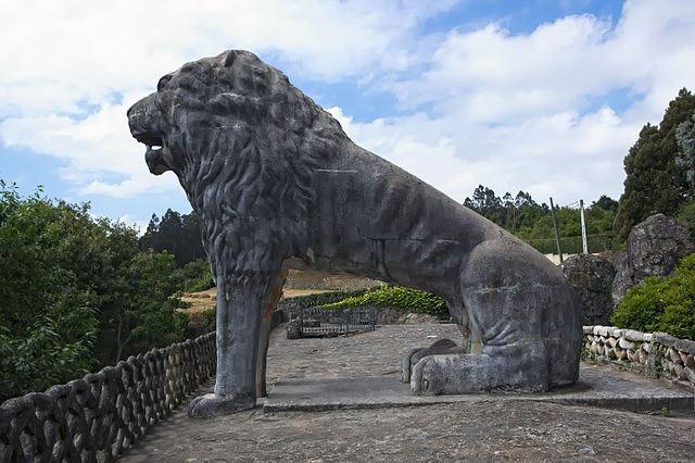 León de piedra en el parque do Pasatempo, Betanzos
